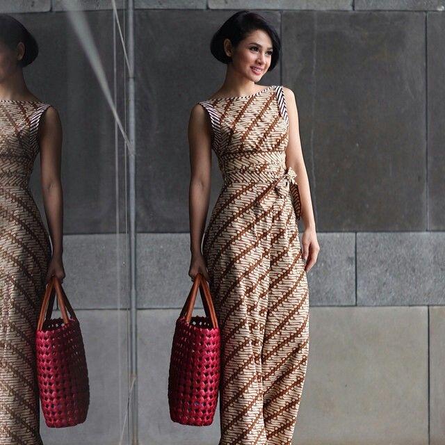 Lestarikan Batik Dengan Inspirasi Dress Batik Cantik