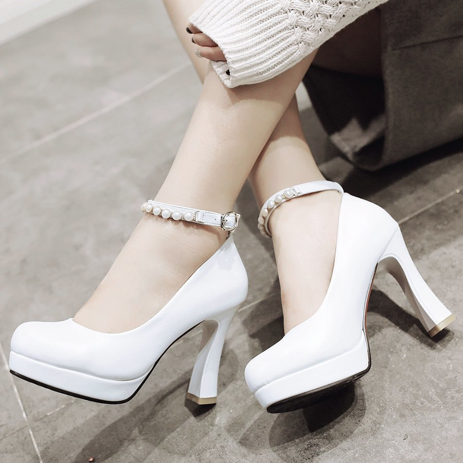 Model Sepatu untuk Jumpsuit yang Paling Oke